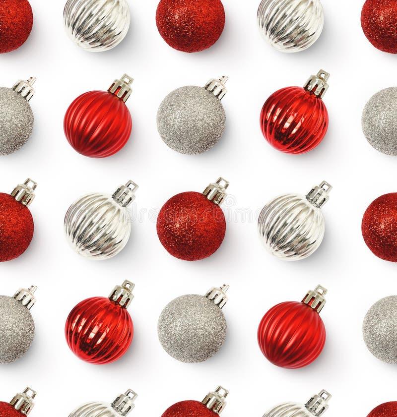 与红色和银球的圣诞节无缝的样式 图库摄影
