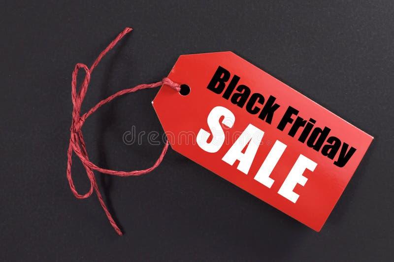 与红色票销售标记的黑星期五购物销售概念 免版税库存图片