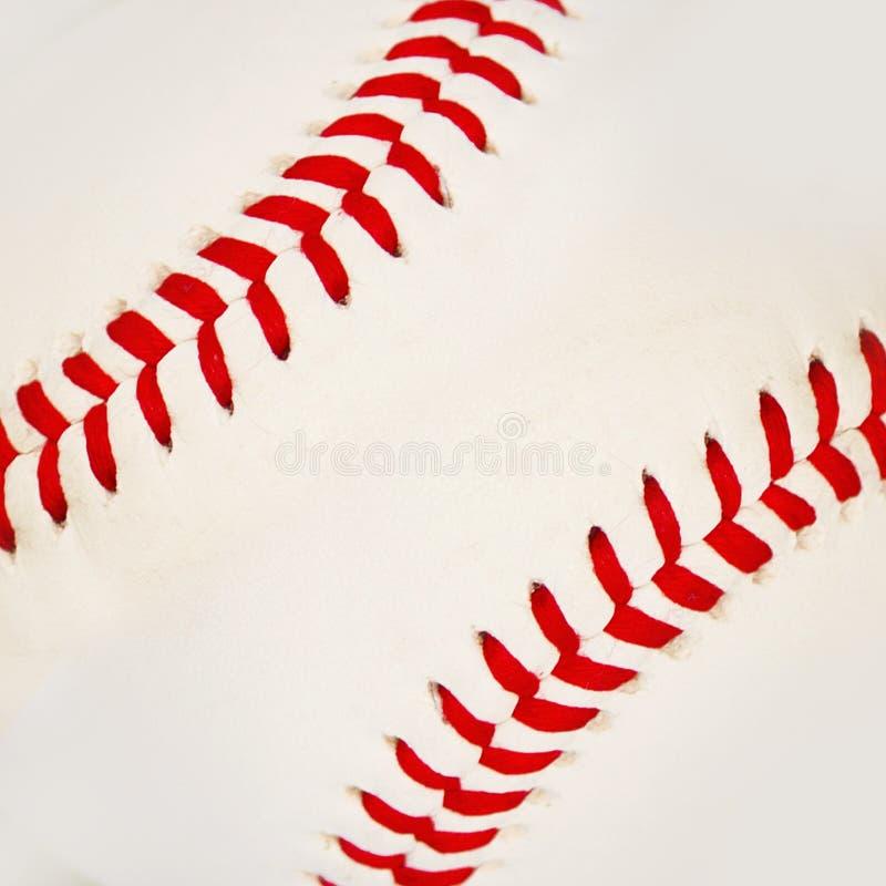 与红色针的棒球。 免版税库存图片