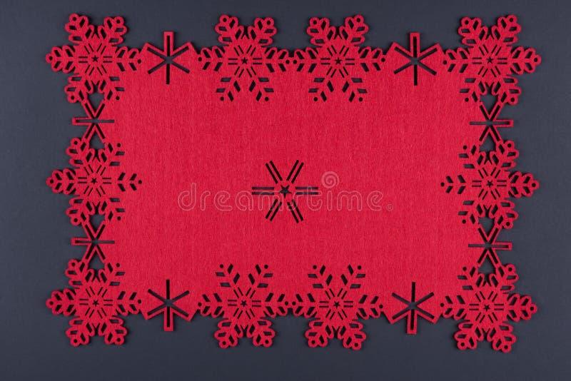 与红色雪花和拷贝空间的异常的设计圣诞节背景 图库摄影