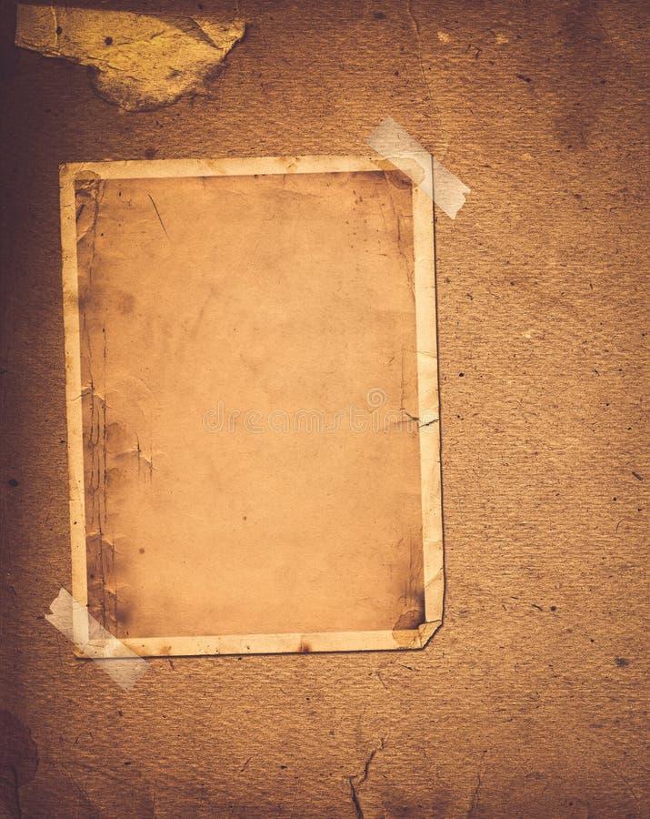 与纸框架的老葡萄酒册页 免版税库存照片