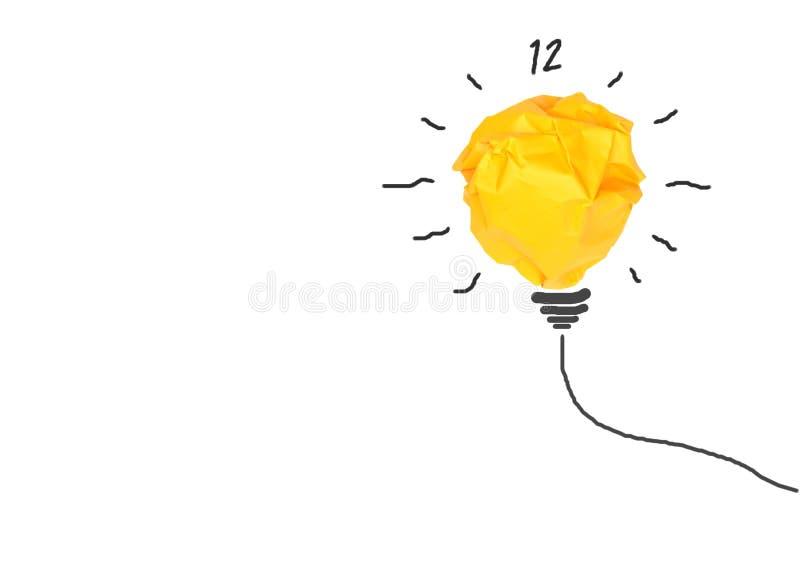 与纸电灯泡孤立的概念想法在白色 免版税库存照片