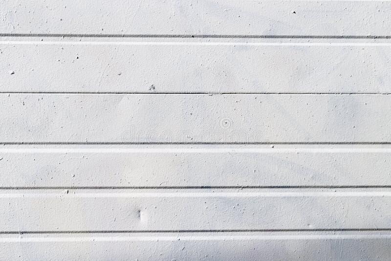 与纹理的金属盘区外部白色 免版税库存图片