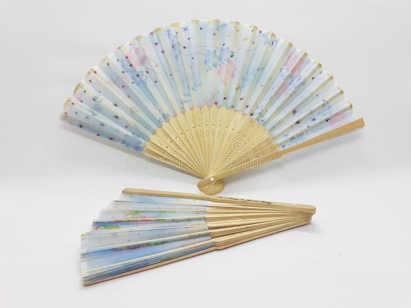 与织品袖子18的木竹丝绸折叠的爱好者中国日本葡萄酒减速火箭的样式手工制造丝绸花卉样式手爱好者 库存图片