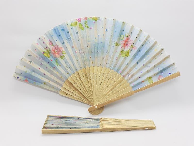 与织品袖子19的木竹丝绸折叠的爱好者中国日本葡萄酒减速火箭的样式手工制造丝绸花卉样式手爱好者 免版税库存照片