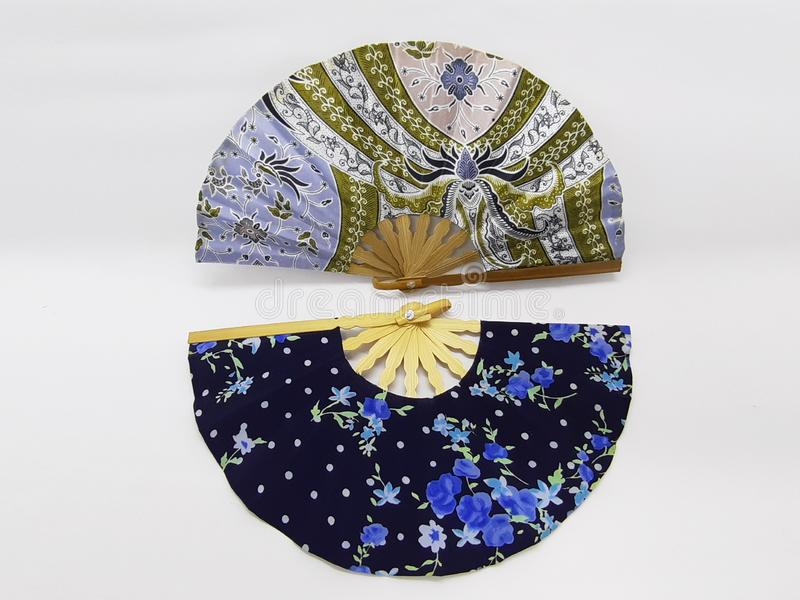 与织品袖子27的木竹丝绸折叠的爱好者中国日本葡萄酒减速火箭的样式手工制造丝绸花卉样式手爱好者 库存图片