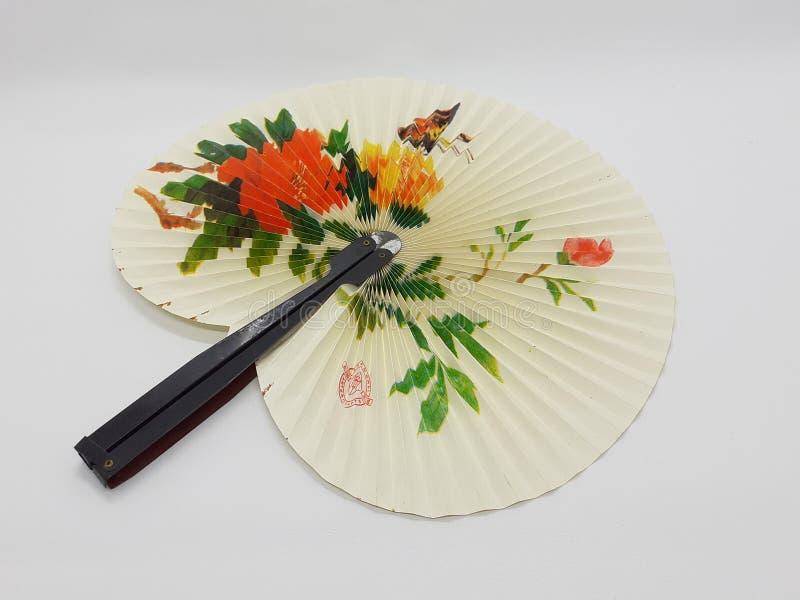 与织品袖子33的木竹丝绸折叠的爱好者中国日本葡萄酒减速火箭的样式手工制造丝绸花卉样式手爱好者 库存图片
