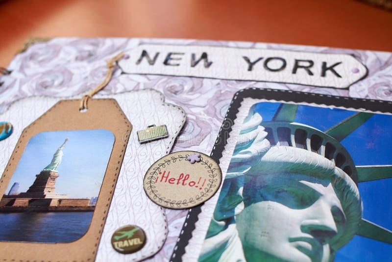 与织地不很细纸的Scapbook纽约册页 免版税库存图片