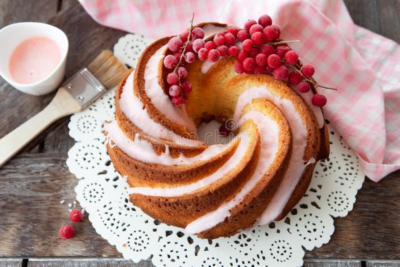 与结霜的美味的bundt蛋糕 图库摄影