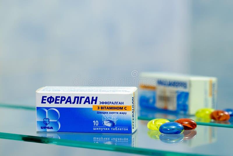 与维生素C,箱的Efferalgan 10种片剂 库存图片
