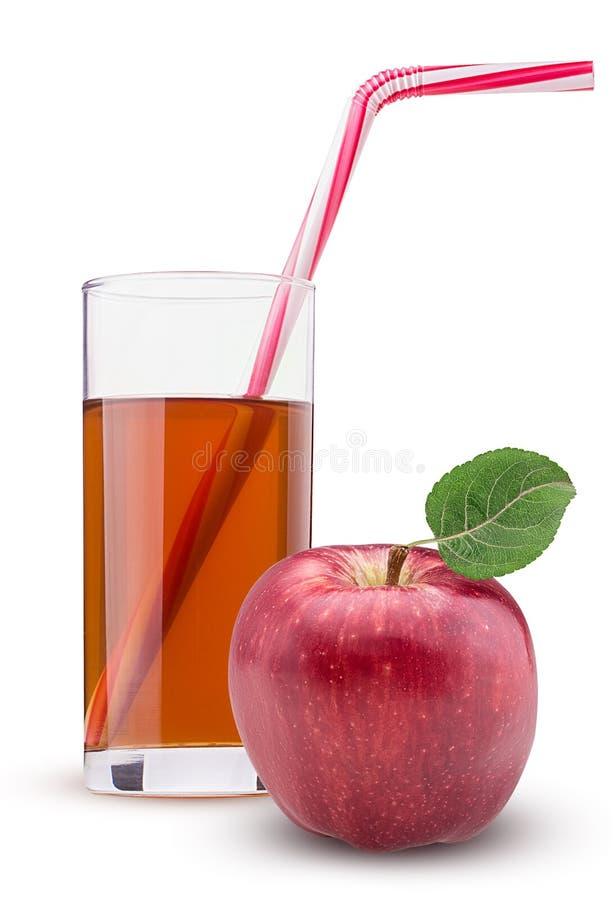 与绿色叶子的红色苹果 镶边的新苹果汁秸杆桃红色玻璃 免版税库存照片