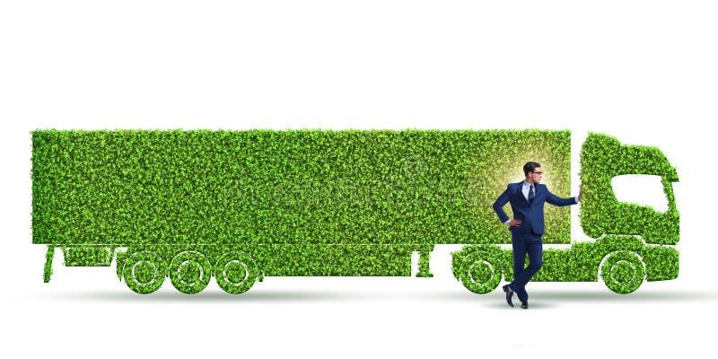 与绿色生态车的商人 免版税库存图片