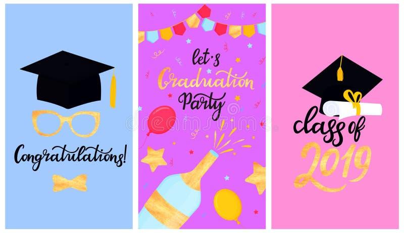 与缨子的学术灰泥板 大学毕业盖帽 2019与纸卷和毕业生的手拉的字法类  向量例证