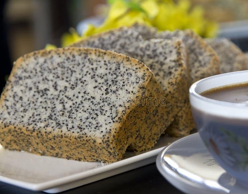 与罂粟种子的自创蛋糕 免版税库存图片