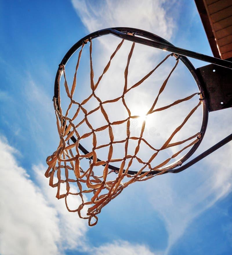 与网的篮球篮 免版税库存照片