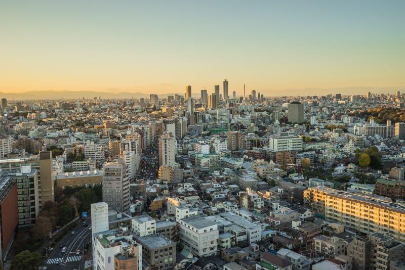 与美丽的天空的名古屋都市风景在日落晚上时间 库存照片