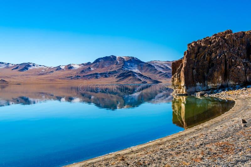 与美丽的山的蒙古自然风景 库存图片