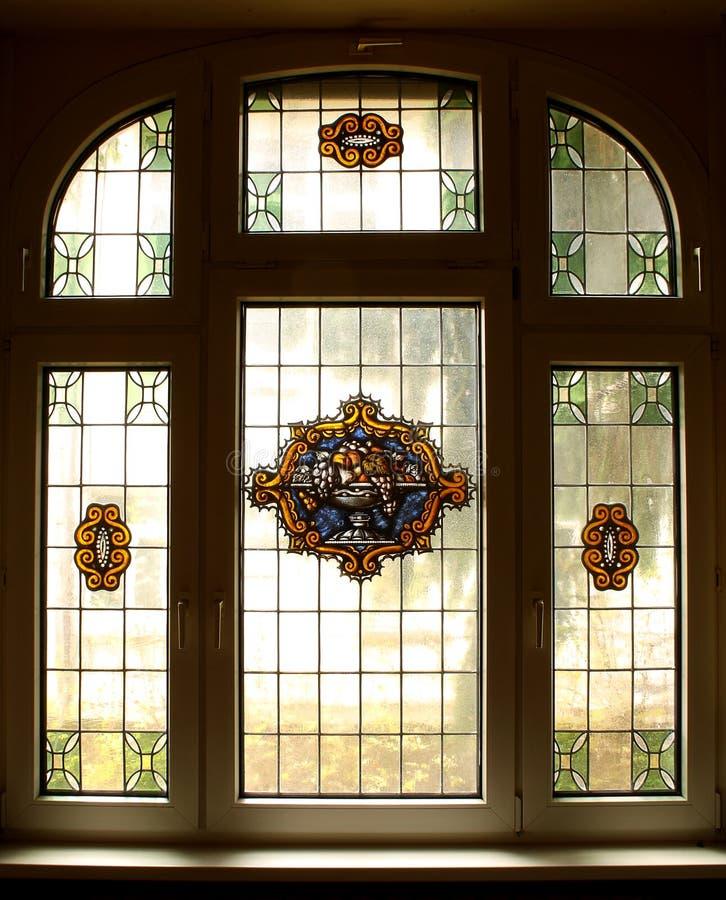 与美丽的色的壁画的大老视窗 免版税库存照片