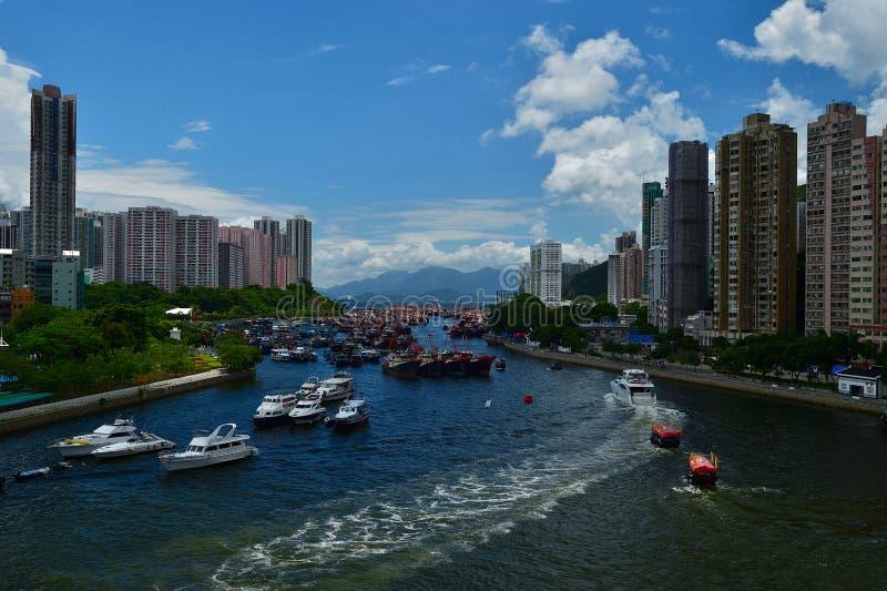 与美丽的蓝天的晴天在阿伯丁风雨棚在香港 库存照片