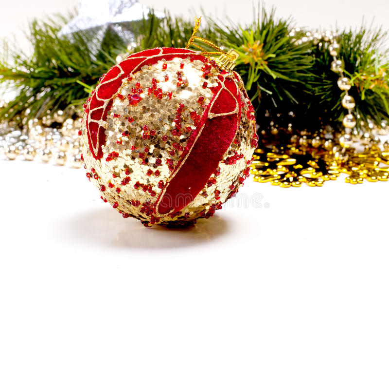 与美丽的装饰球的新年度看板卡 免版税库存图片
