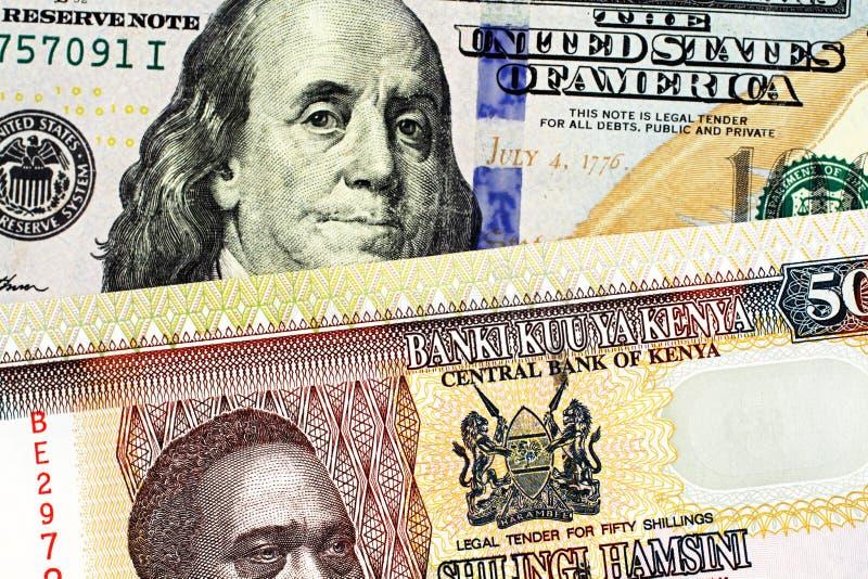 与美国一百元钞票的肯尼亚五十先令钞票 库存图片