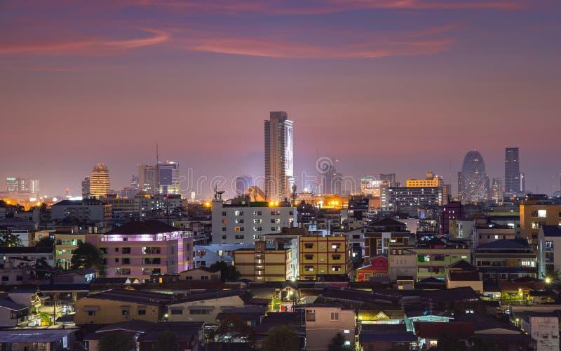 与美好的日落的曼谷都市风景 库存图片