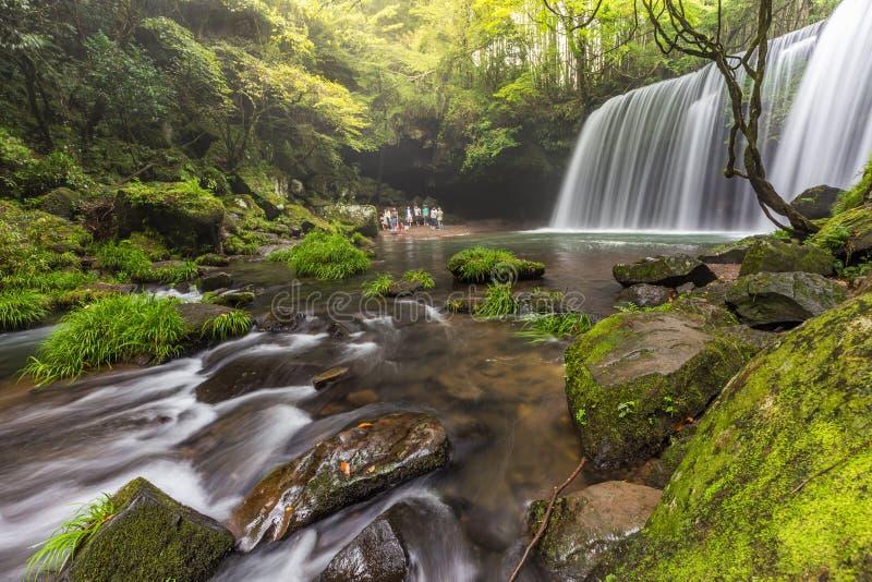 与美好的自然风景的Nabegataki瀑布在熊本,九州,日本 免版税库存照片