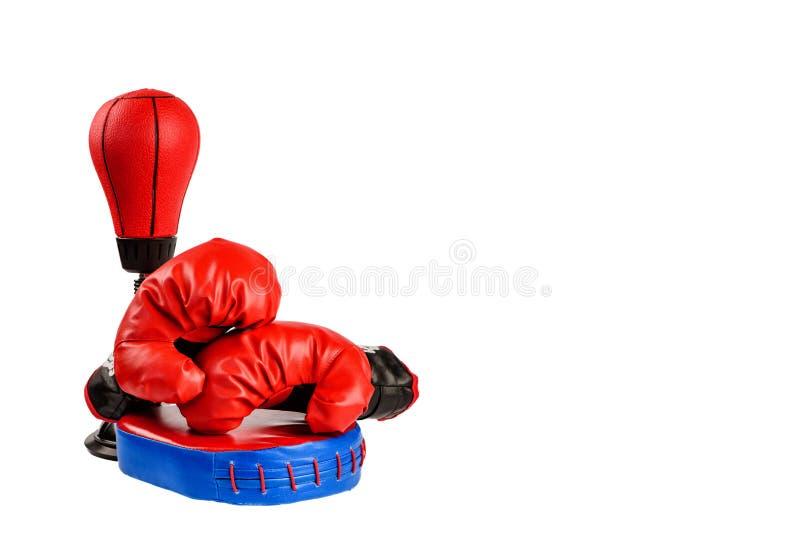与美金的红色拳击手套在白色背景 库存图片