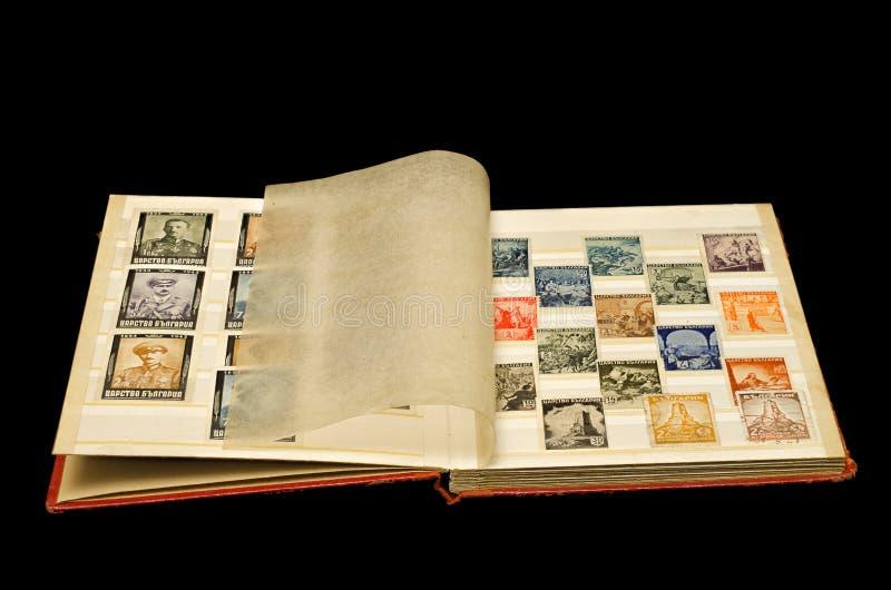 与老岗位邮票的老册页 免版税库存照片