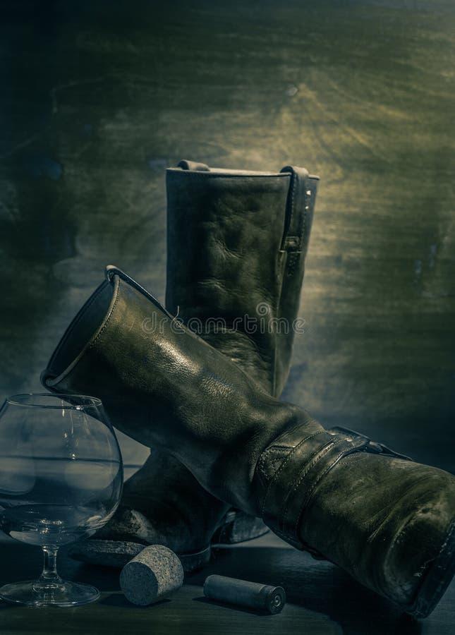 与老牛仔靴的西部静物画 库存照片