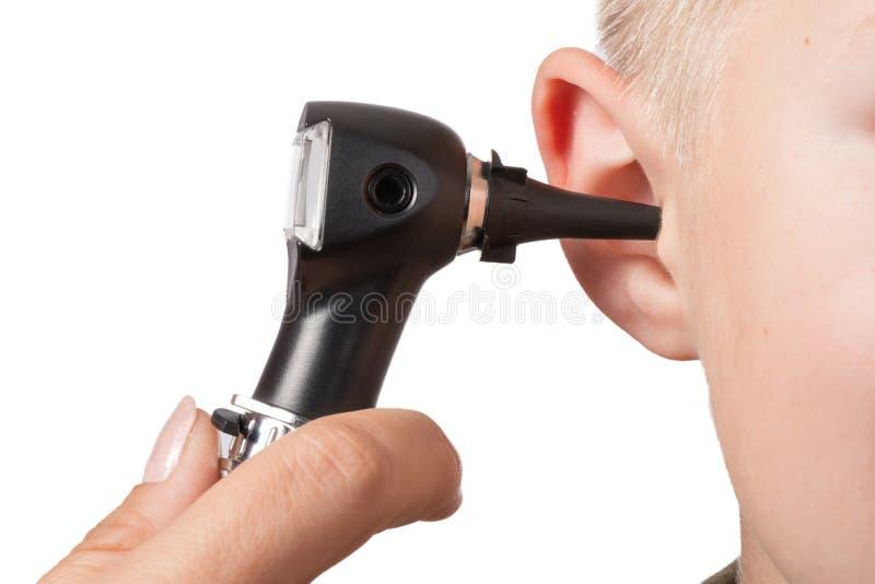 与耳镜的考试 免版税库存照片