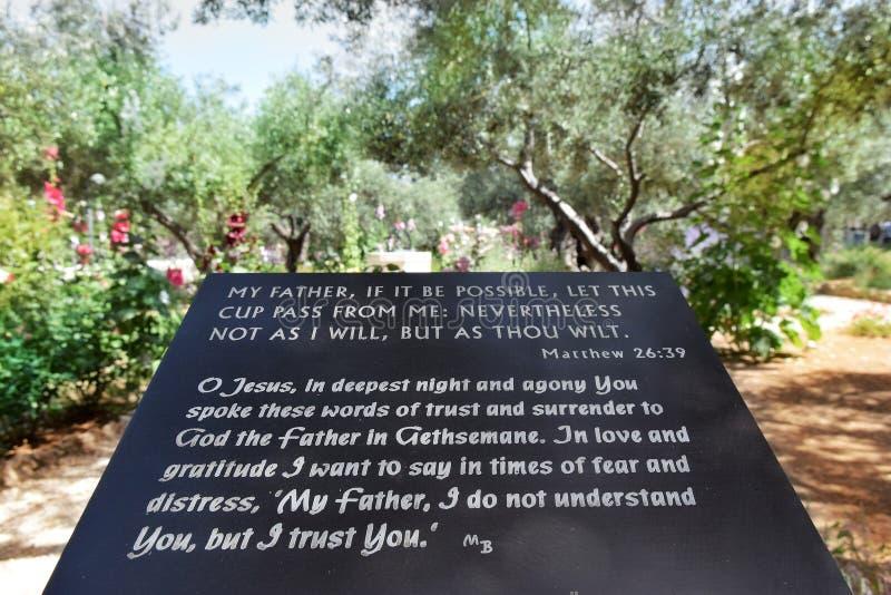 与耶稣基督, Gethsemane,耶路撒冷祷告的词的大理石平板  免版税库存照片