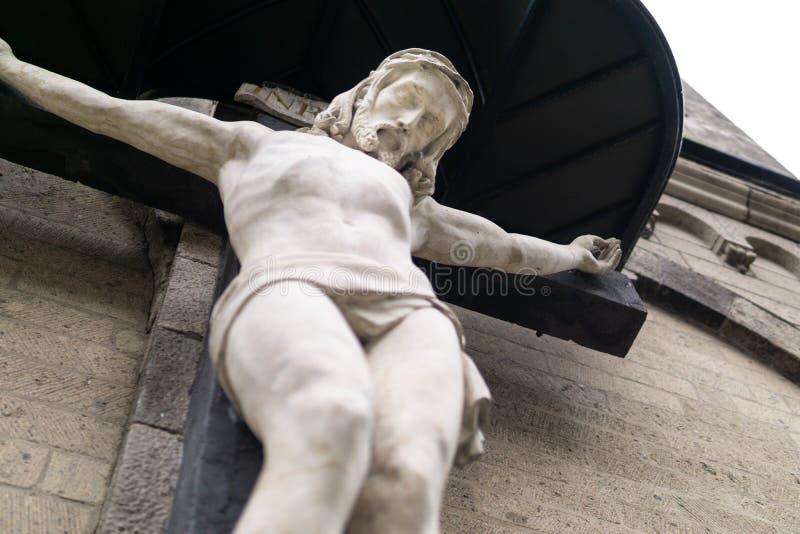 与耶稣的木十字架 免版税库存照片
