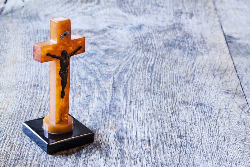 与耶稣的美好的老十字架 库存照片