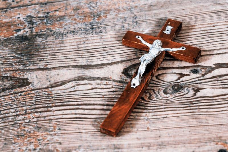 与耶稣的美好的老十字架 图库摄影