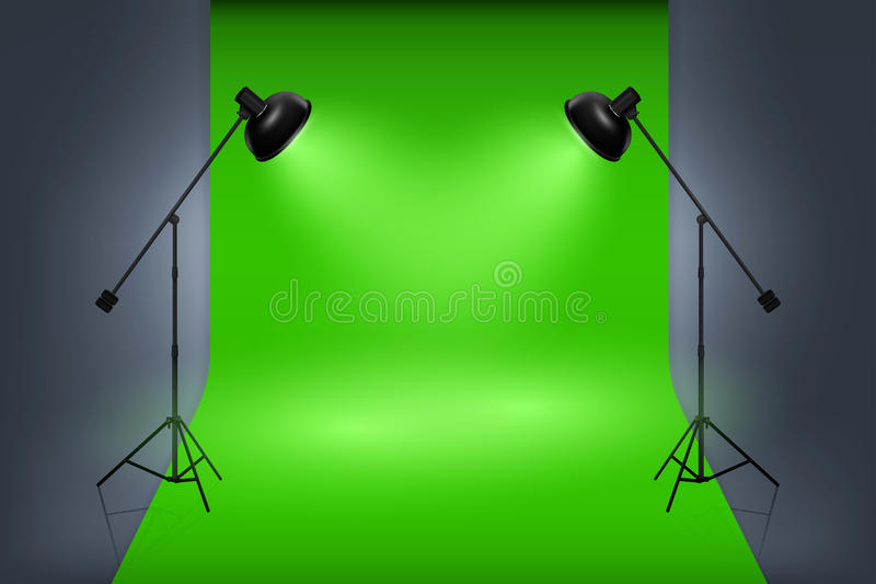 与聚光灯的传染媒介绿色屏幕演播室内部 皇族释放例证