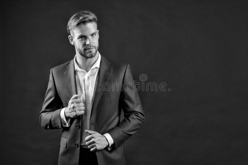 与胡子和时髦的头发的商人 衣服夹克和衬衣的人 正式成套装备的经理 时尚、样式和趋向 Busines 免版税库存图片
