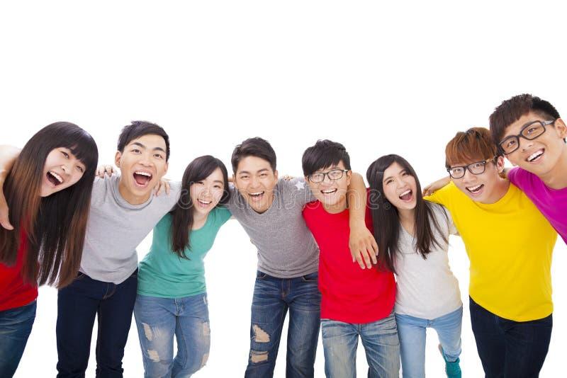 与胳膊的年轻小组在每其他附近担负 免版税库存图片