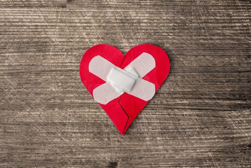 与膏药的受伤的心脏 免版税库存图片