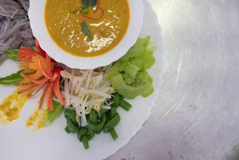与自然草本颜色的泰国细面条 米线, vegetabl 免版税库存照片