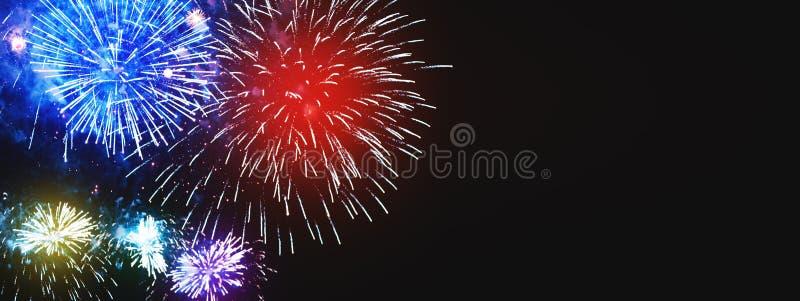 与自由空间的惊人的五颜六色的烟花背景文本的 B 库存照片