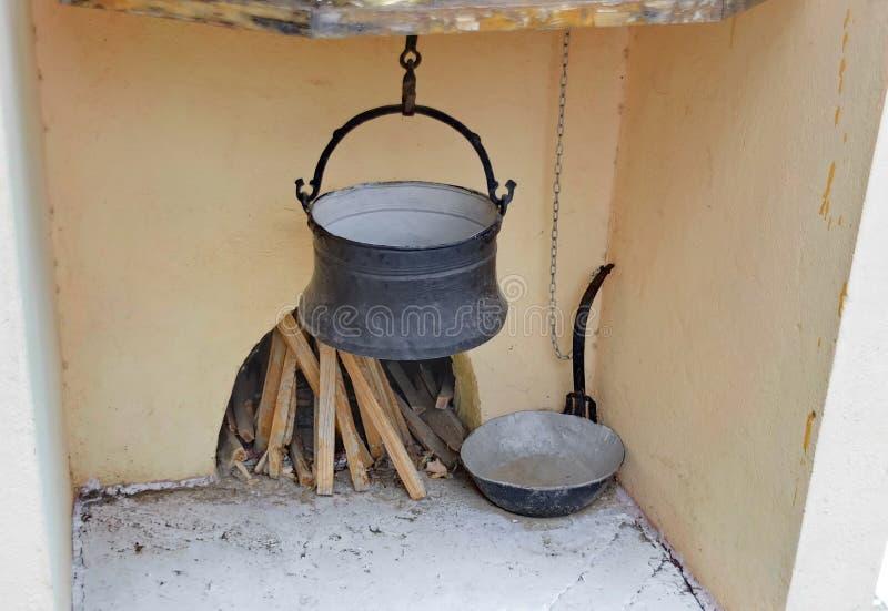 与船的古老壁炉 免版税库存图片