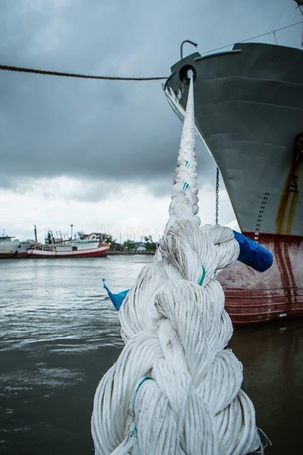 与船的绳索 免版税库存照片