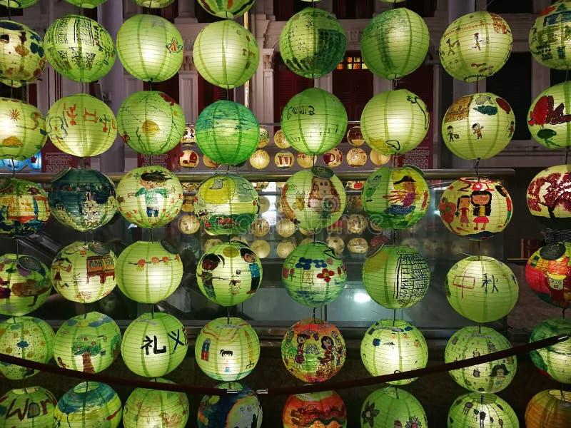 与色的中国绿色壁灯的装饰 免版税库存图片