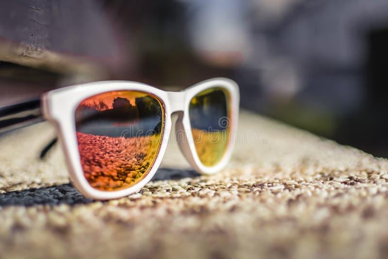 与色的玻璃的时尚玻璃 免版税图库摄影