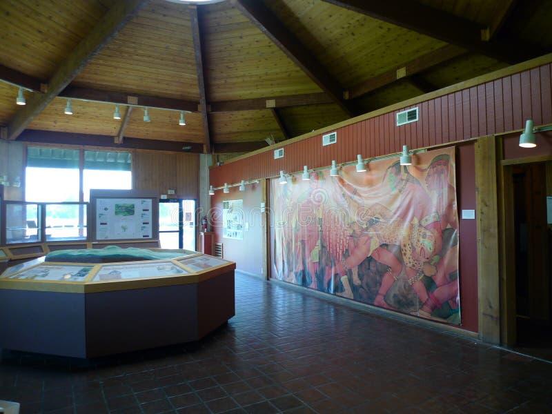 与艺术品的Spiro土墩考古学中心内部显示 免版税库存图片