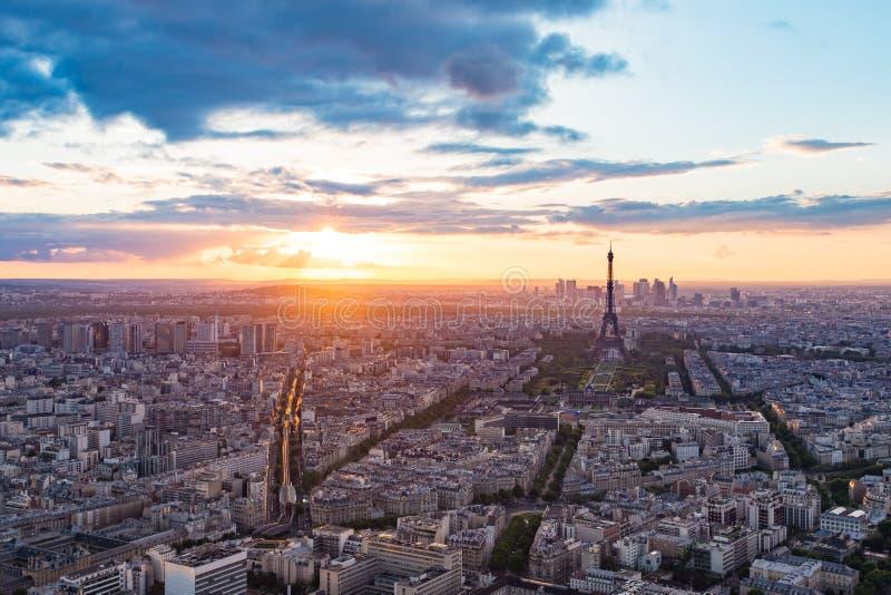 与艾菲尔铁塔的巴黎都市风景在法国 库存照片