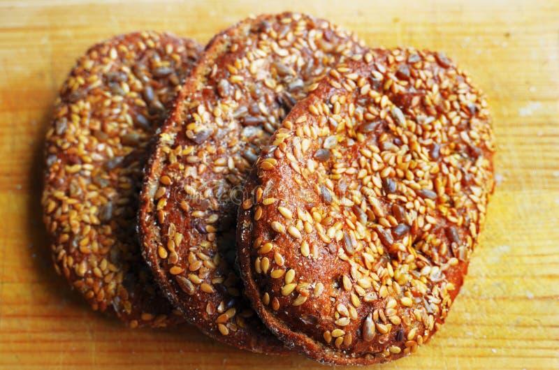 与芝麻籽的三个三明治小圆面包 免版税图库摄影