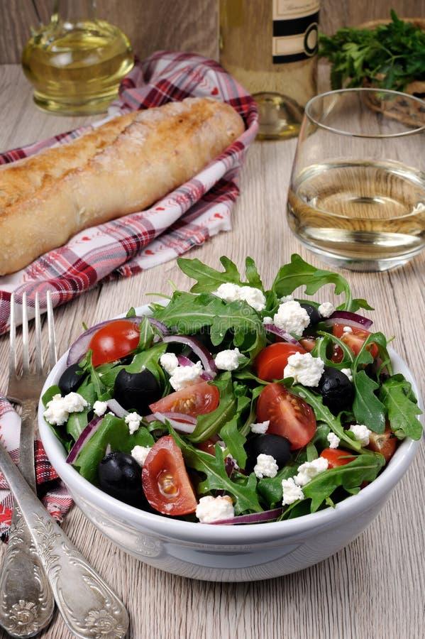 与芝麻菜的希腊沙拉 免版税库存图片