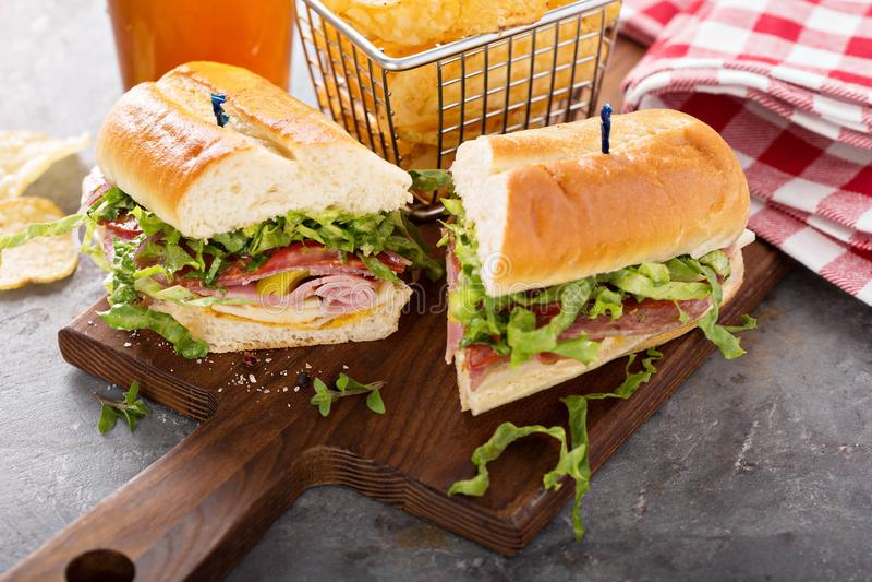与芯片的意大利次级三明治 免版税库存图片